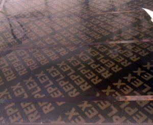Купить фанеру ламинированную водостойкую 21мм 2440×1220мм Китай оптом в Санкт-Петербурге от производителя, производство